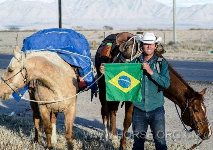 加拿大:牛仔骑行两年三万里赴巴看世界杯