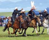 新疆首届文化节举办少数民族马术运动会